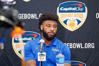 Florida_Offense_Press_Conference_(3)