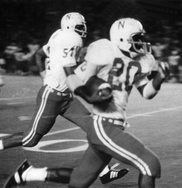 1972_-_Nebraska_Johnny_Rodgers_in_action